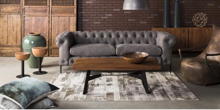 table basse industrielle canapé couleur foncée