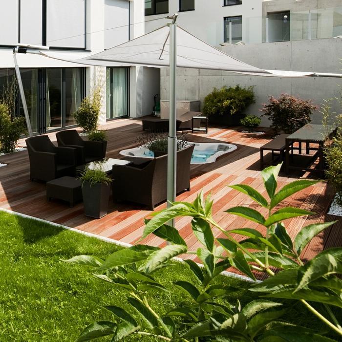 aménagement extérieur avec une voile d' ombrage