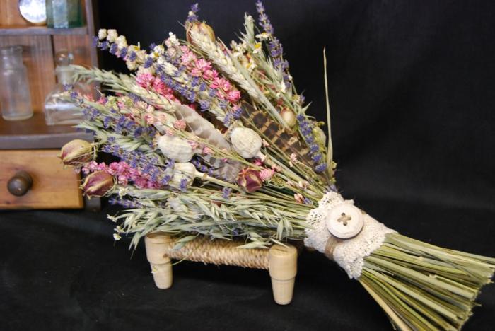 bouquet de mariée avec des fleurs séchées