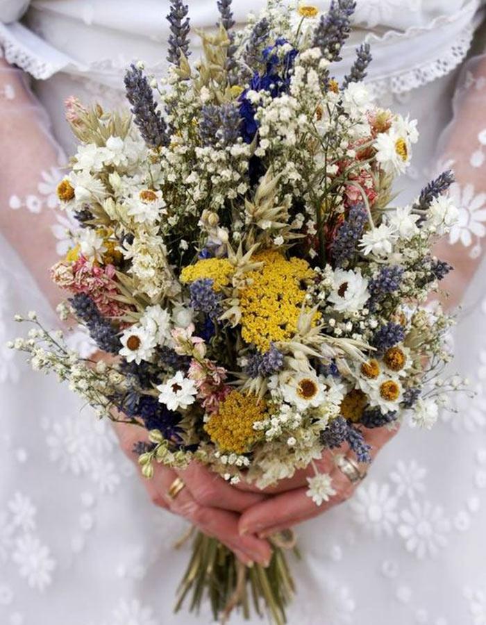 bouquet de mariage avec des fleurs séchées