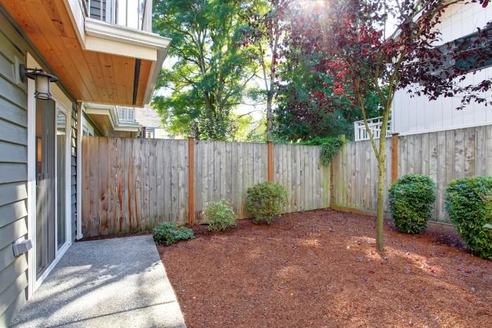 brise-vue jardin planches de bois