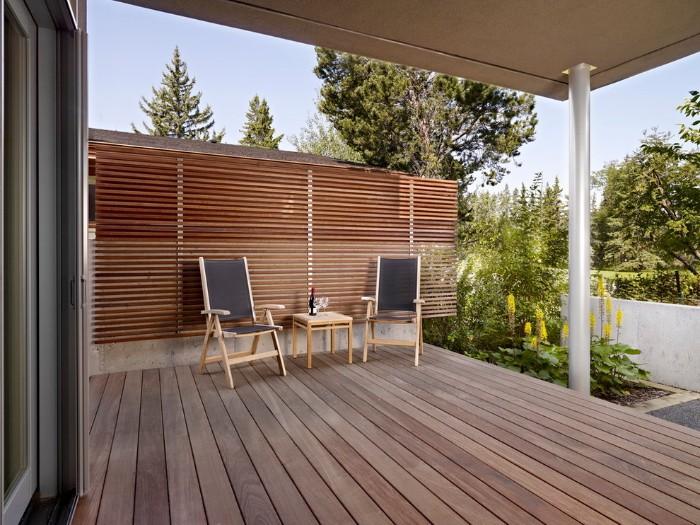 brise-vue pour la terrasse en planches de bois