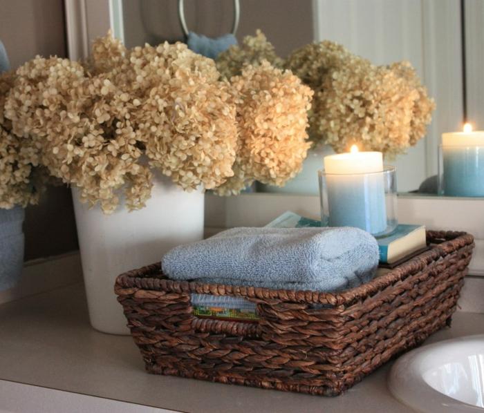 déco salle de bain avec des fleurs séchées