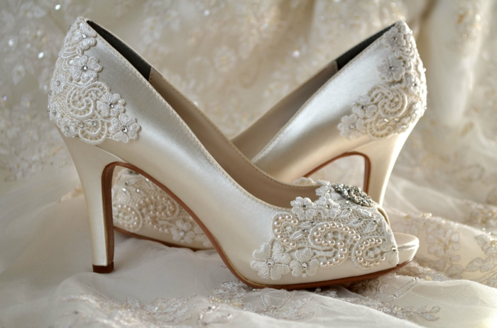 dentelle pour décorer les chaussures mariage femme