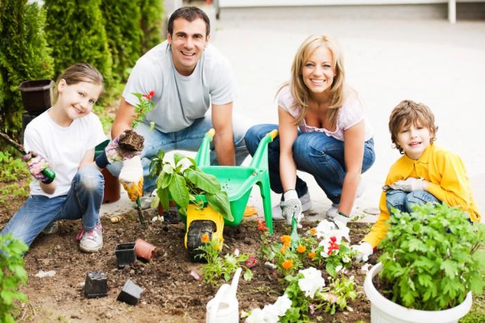 entraînez-vous en utilisant des outils jardinage