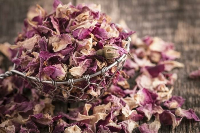 fleurs séchées pétales de roses