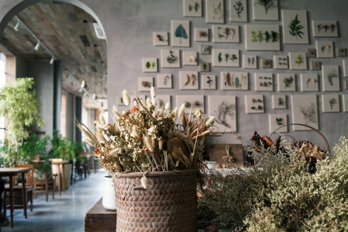 fleurs séchées pour une déco murale unique