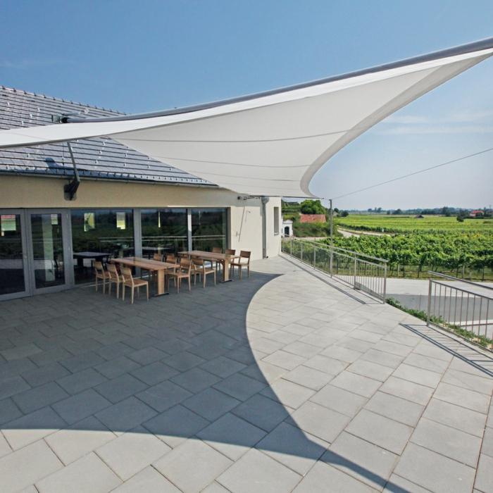 idée aménagement extérieur avec voile d' ombrage