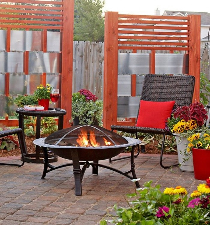 idée de brise-vue jardin bois et éléments métalliques
