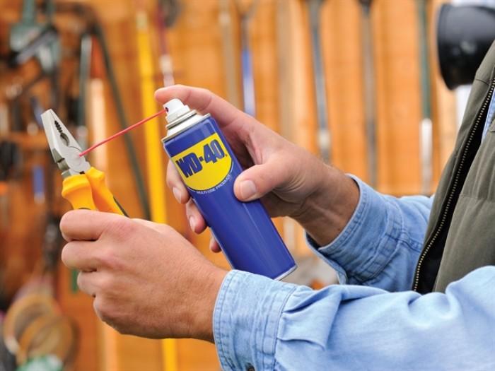lubrifier outils de jardin dégrippant wd40