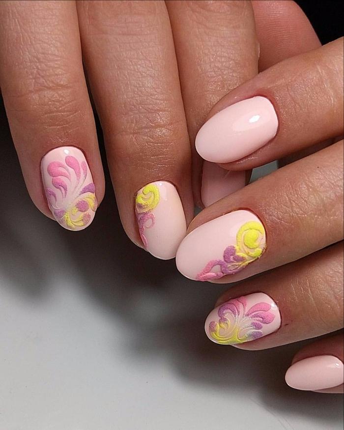 nail art facile rose et jaune