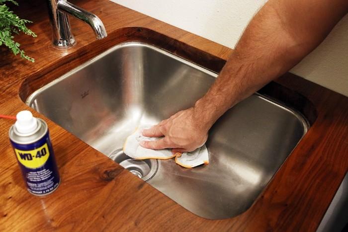 nettoyer évier cuisine dégrippant wd40