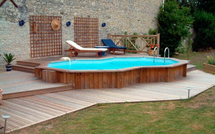 petite piscine semi-enterrée bois