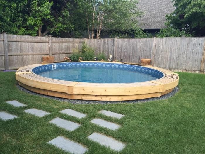 piscine semi-enterrée design moderne
