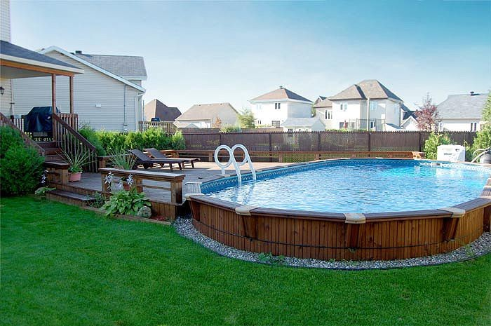 piscine semi-enterrée grand jardin