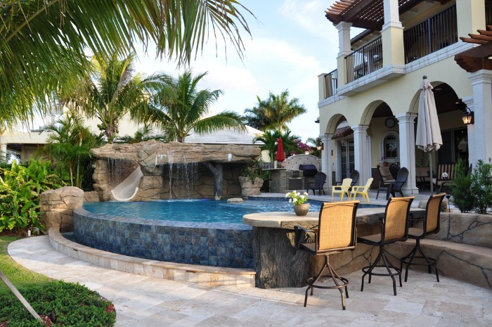 piscine semi-enterrée maison luxe