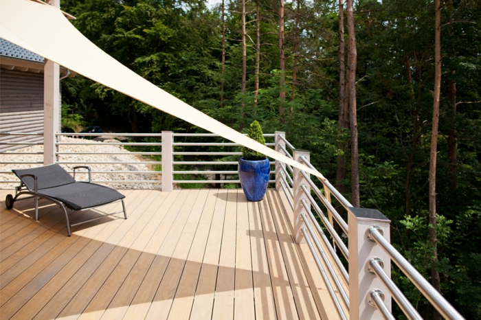 protéger le balcon avec une voile d ombrage