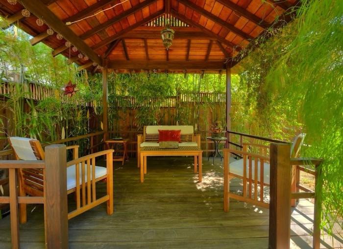 salon de jardin idée de brise-vue bois