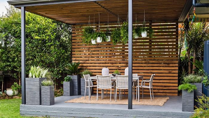 salon de jardin pergola brise-vue en bois