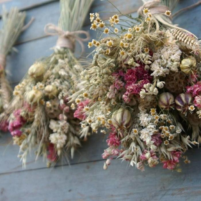 suspendre les fleurs séchées