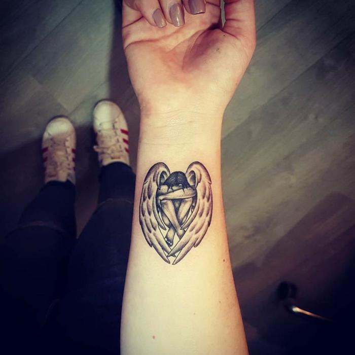 tatouage ange déchu inspiration pour le poignet