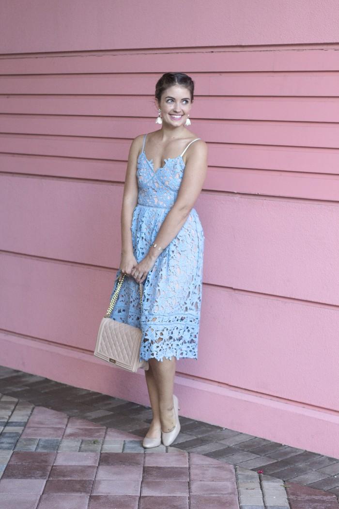 tenue invitée mariage robe bleu clair