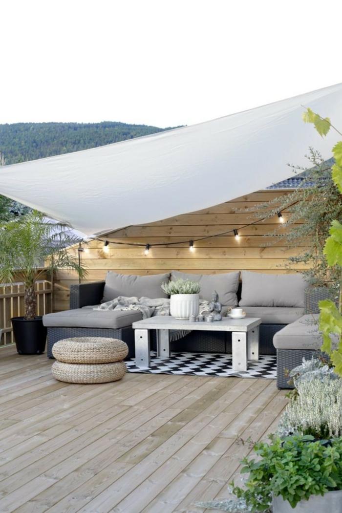 terrasse moderne avec une voile d' ombrage