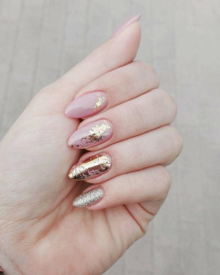 nail art facile avec des feuilles d'or