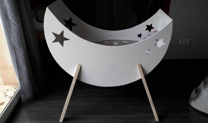 berceau lune en bois de palettes pour bébé