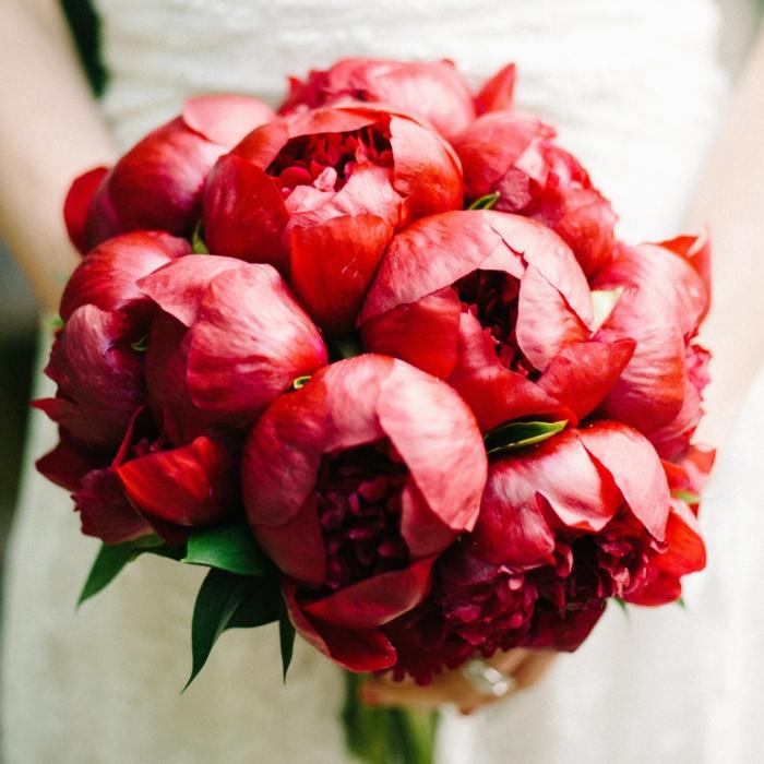 bouquet de mariage avec pivoine rouge