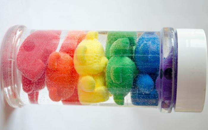 bouteille sensorielle diy petits ours colorés
