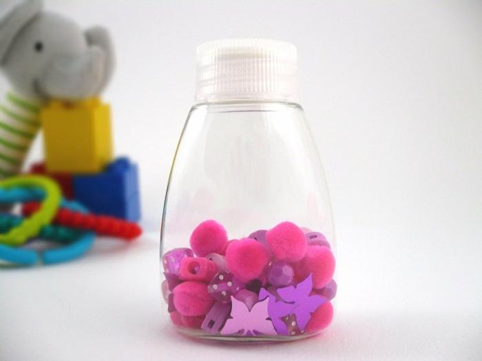 bouteille sensorielle diy pompons petits objets