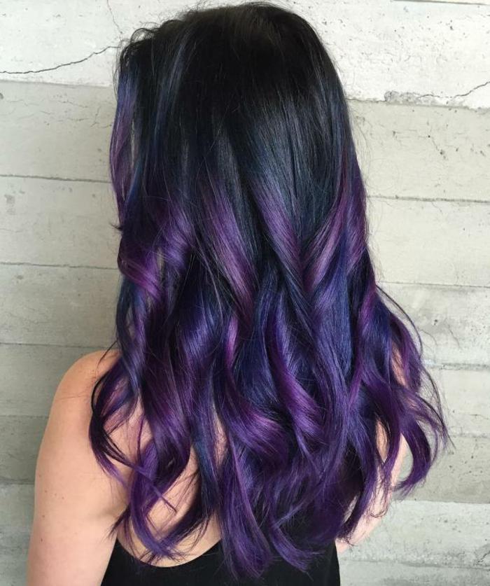 cheveux prune foncé tie and dye
