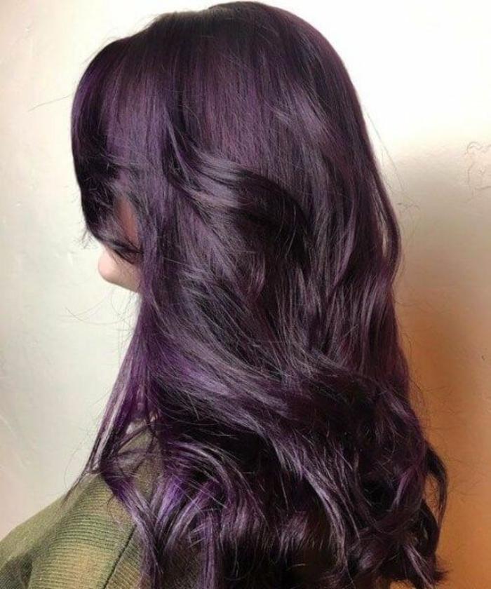 coiffure moderne cheveux prune foncé