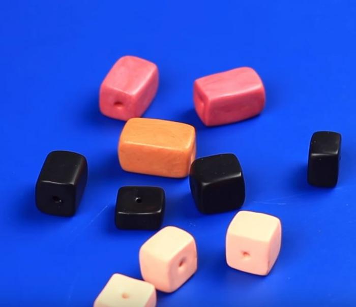 collier de pâte fimo formes géometriques