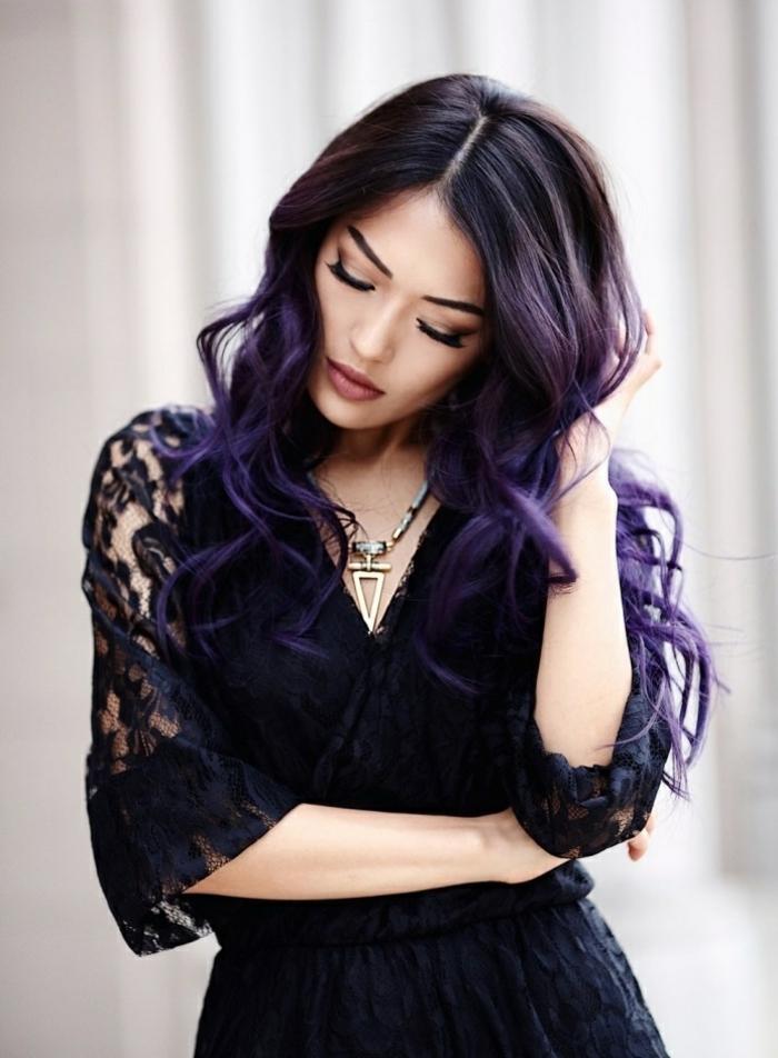 cheveux prune fonc une tendance pour les femmes audacieuses. Black Bedroom Furniture Sets. Home Design Ideas