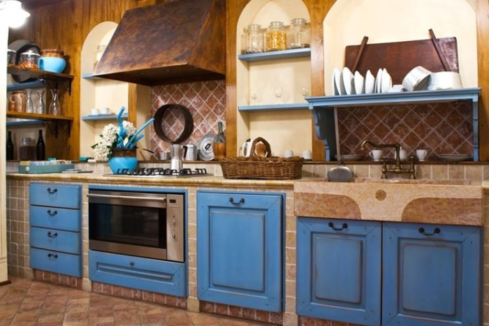 cuisine campagne chic en bleu marine