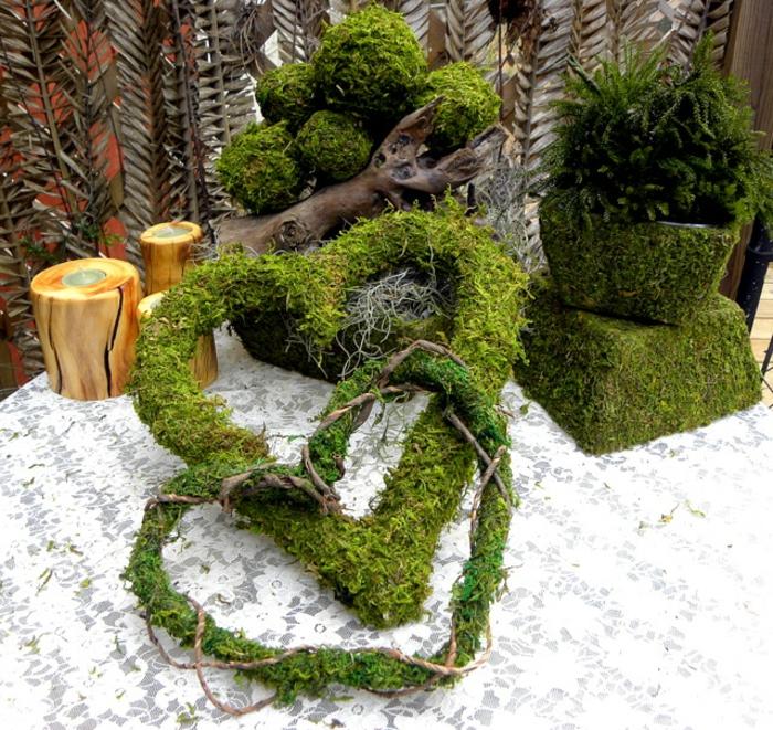 déco de mariage coeurs faites de mousse végétale
