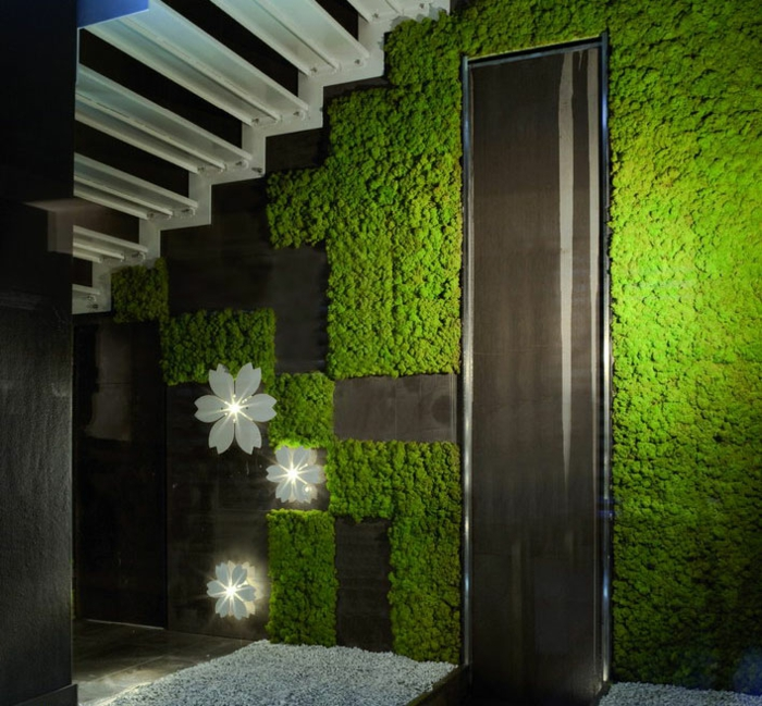 déco mur sous escalier mousse végétale
