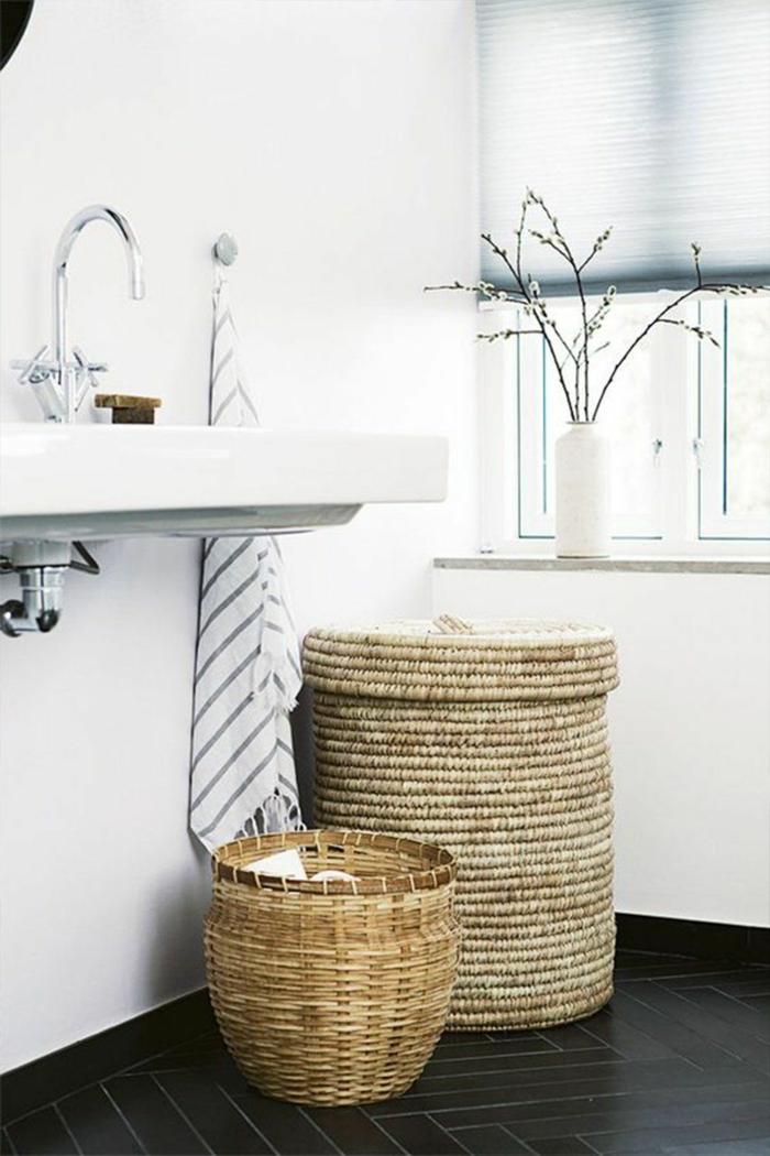 décorer la salle de bains panier tressé