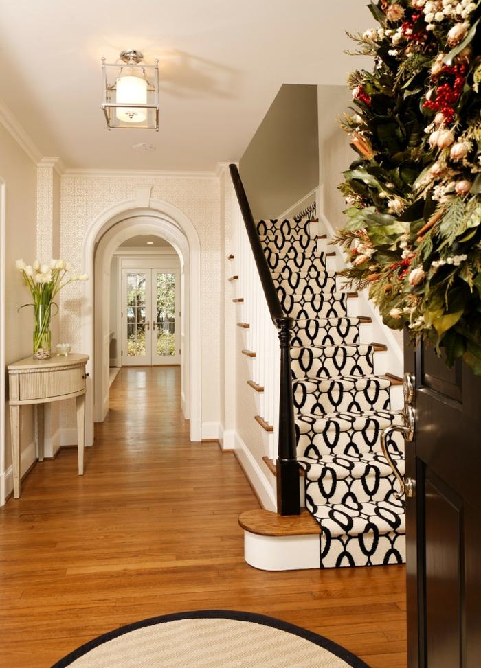 escalier tapis graphique blanc et noir