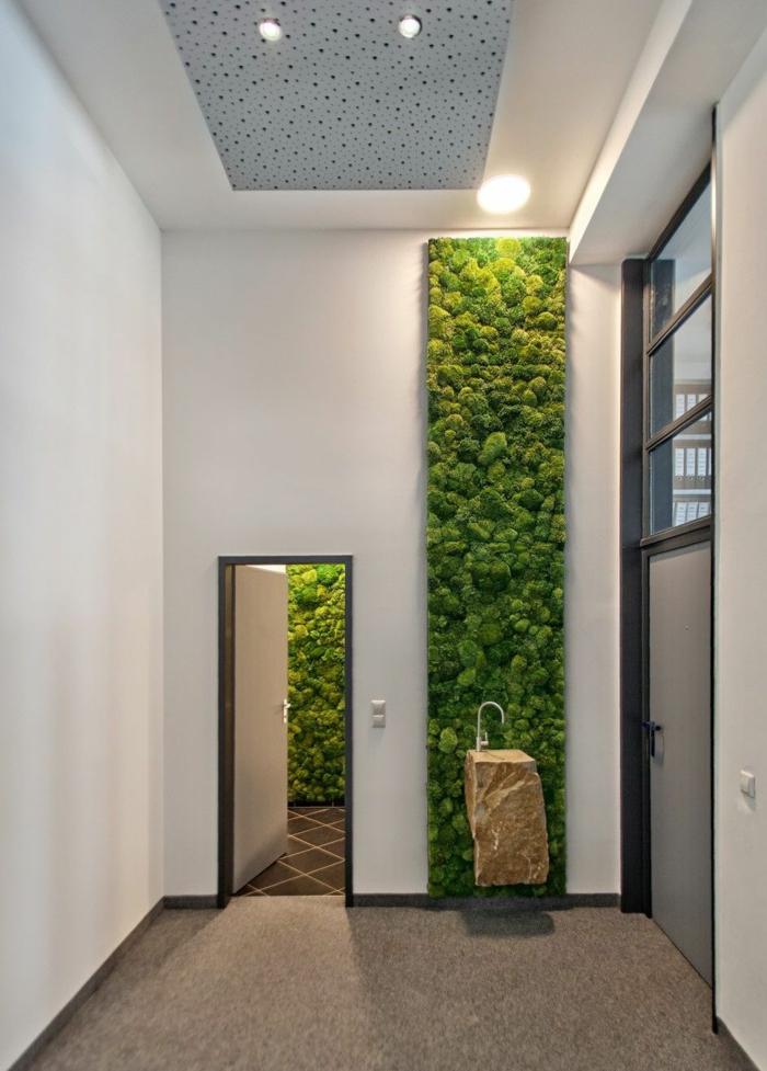 grand panneau vertical fait de mousse végétale