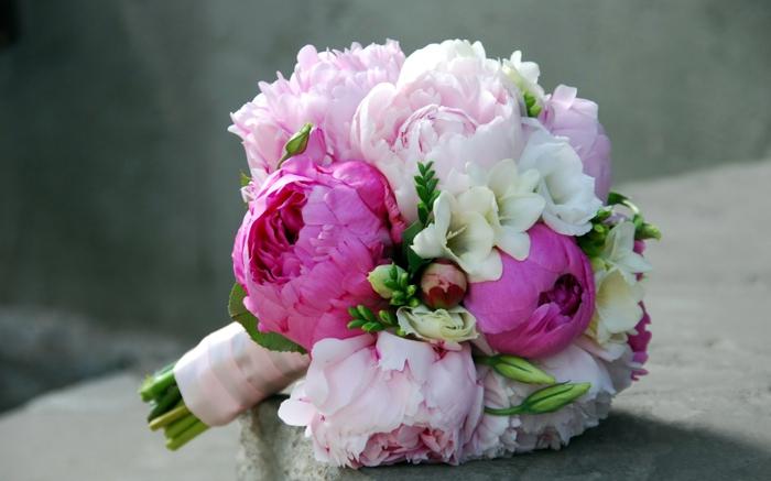 idée bouquet de mariage avec pivoine