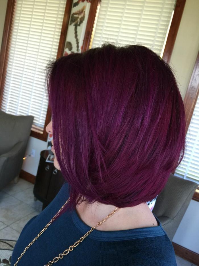 idée tenue femme carré cheveux prune foncé