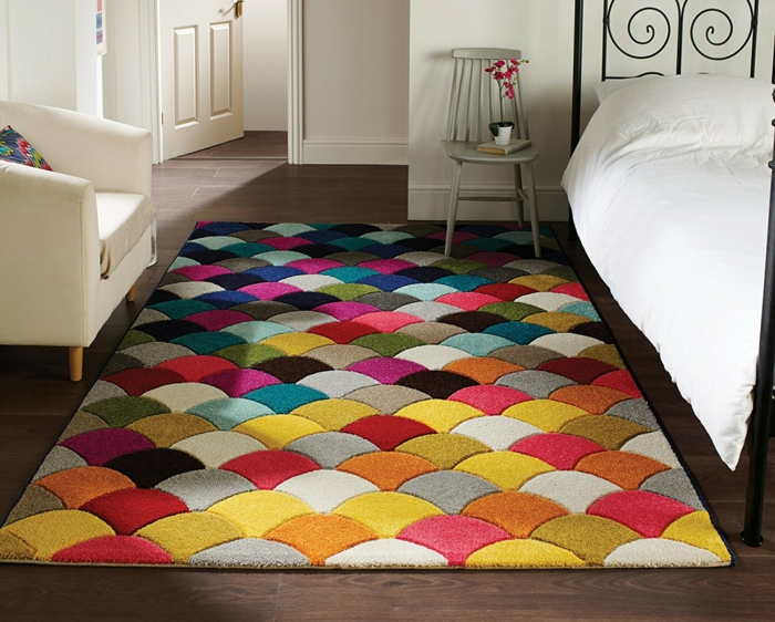 modèle de tapis graphique multicolore salon