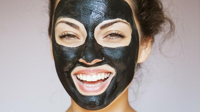 nettoyer son visage masque charbon