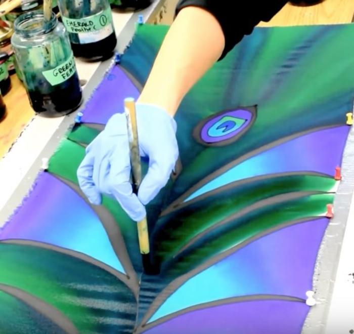 peinture sur soie en vert et violet