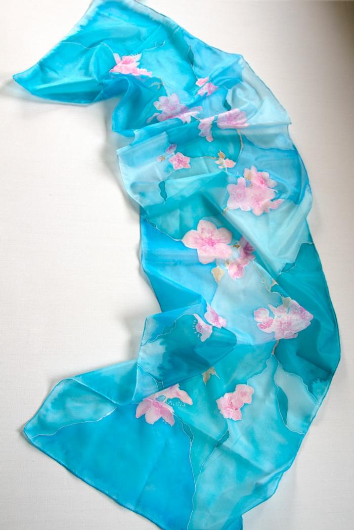 peinture sur soie pour un accessoire de mode unique