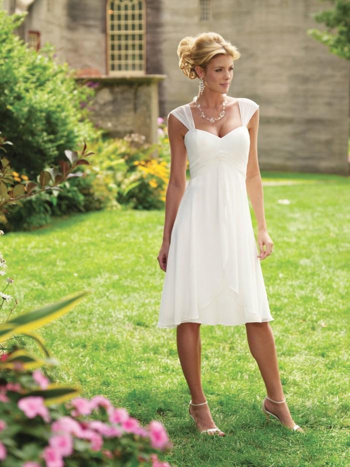 robe de mariée courte et simple parfaite pour l'été