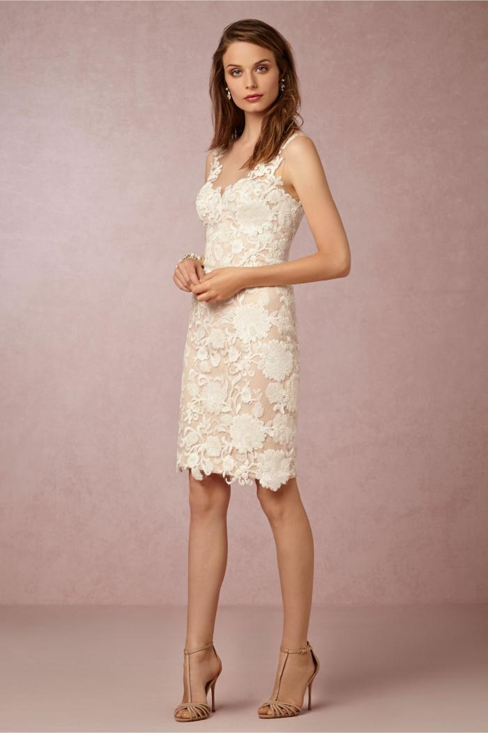 robe de mariée courte modèle avec dentelle
